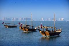 Bateaux sur une mer à Doha Image libre de droits