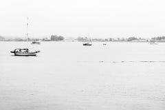 Bateaux sur une mer calme Photos libres de droits