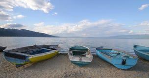 Bateaux sur une plage Image libre de droits