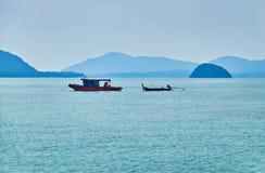 Bateaux thaïlandais en mer d'Andaman Photos libres de droits
