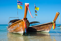Bateaux thaïlandais traditionnels de longue queue Image stock