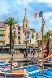 Bateaux traditionnels dans le port de Sanary-sur-MER, variété, France photos stock