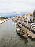 Bateaux typiques dans les canaux d'Aveiro, Portugal Images libres de droits
