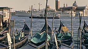 Bateaux Venise de gondoles banque de vidéos