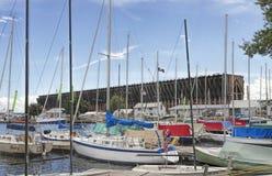 Bateaux à voile dans le port du lac Supérieur Image stock