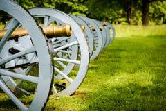 Batería de cañones listos para defender la fragua del valle foto de archivo libre de regalías