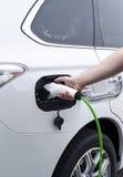 Batería de carga de un coche eléctrico Fotografía de archivo