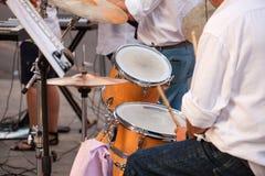 Batería durante el concierto de la calle Foto de archivo libre de regalías