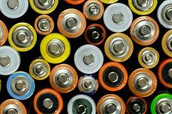 Batería en un fondo negro Foto de archivo libre de regalías