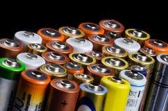 Batería en un fondo negro Imagen de archivo libre de regalías