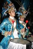 Baterías en trajes en el desfile de carnaval magnífico Imágenes de archivo libres de regalías