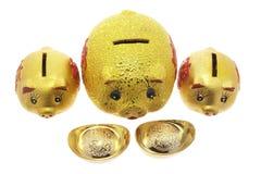 Baterías guarras y lingotes del oro Imagen de archivo libre de regalías