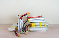 Baterías hinchadas dañadas y inseguras del polímero de litio Imagen de archivo libre de regalías