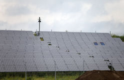 Baterías solares en el campo, Alemania Fotografía de archivo libre de regalías
