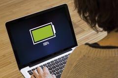 Bateria completa do computador da mulher Imagem de Stock Royalty Free