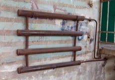 Bateria do aquecimento soldada das tubulações de aço Fotos de Stock