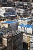 Baterias de carro usado que esperam para recicl Fotos de Stock