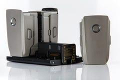 Baterias que carregam no close-up do cubo Mavic 2 pro Zangão de Dji fotografia de stock royalty free
