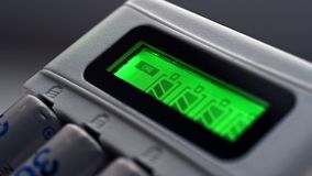 Baterias recarregáveis do AA vídeos de arquivo