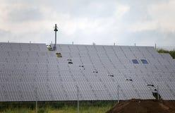 Baterias solares no campo, Alemanha Fotografia de Stock Royalty Free