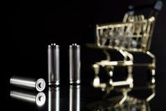Baterias usadas do AA com carrinho de compras Fotografia de Stock Royalty Free