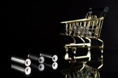 Baterias usadas do AA com carrinho de compras Imagens de Stock Royalty Free