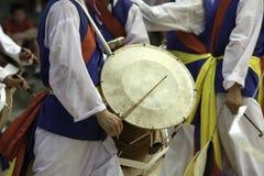 Baterista coreano tradicional. Imagens de Stock