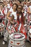 Baterista de Batala que executa no carnaval de Notting Hill fotografia de stock