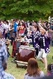 Bateristas de kumi-daiko do desempenho de Taiko Imagens de Stock Royalty Free