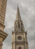 Bath, Angleterre - une église contre un ciel nuageux Images stock