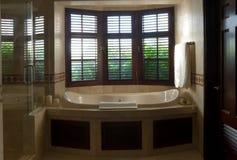 Bath luxueux avec la vue d'hublot Photo stock