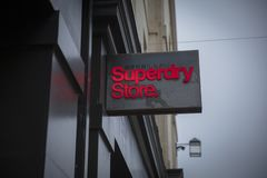 Bath, Somerset, R-U, le 22 février 2019, signe de magasin pour le magasin de Superdry images stock