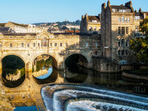 BATH, SOMERSET/UK - OCTOBER 02 : View of Pulteney Bridge and Wei Royalty Free Stock Images