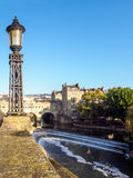 BATH, SOMERSET/UK - OCTOBER 02 : View of Pulteney Bridge and Wei. R in Bath Somerset on October 02, 2016 stock images