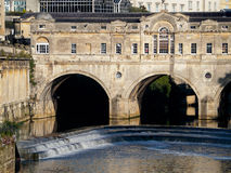 BATH, SOMERSET/UK - OCTOBER 02 : View of Pulteney Bridge and Wei. R in Bath Somerset on October 02, 2016 stock image