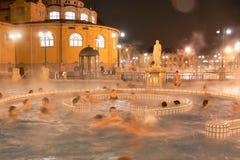 Bath thermique Szechenyi dans une soirée d'hiver Images stock