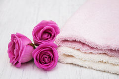 Bath towels with pink roses Royalty Free Stock Photography