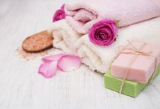 Bath towels and soap with pink roses Stock Photography