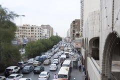 Batha Steet,汽车通行在老利雅得,沙特阿拉伯, 01 12 201 免版税图库摄影