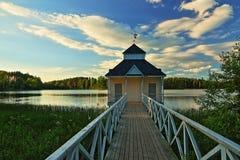Bathhouse na costa do lago fotografia de stock
