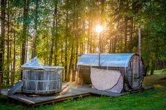 Bathhouse na floresta fotos de stock royalty free