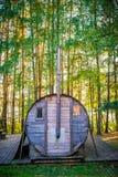 Bathhouse na floresta fotos de stock
