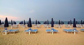 Bathhouse op een Italiaans strand stock afbeelding