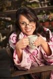 женщина чая кофе bathrobe Стоковые Изображения