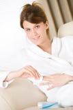 bathrobe ciała opieki gwoździa połysk usuwa kobiety Fotografia Royalty Free