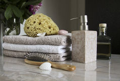 Bathroom accessories and pampering Royalty Free Stock Photos