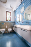 Bathroom with blue tiles and mirrors Royalty Free Stock Photos