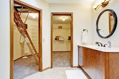 Bathroom with walk-in closets Royalty Free Stock Photography
