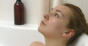 Bathtime и холодок сток-видео