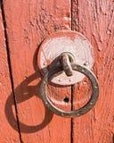 Batida velha da porta da vila Foto de Stock Royalty Free
